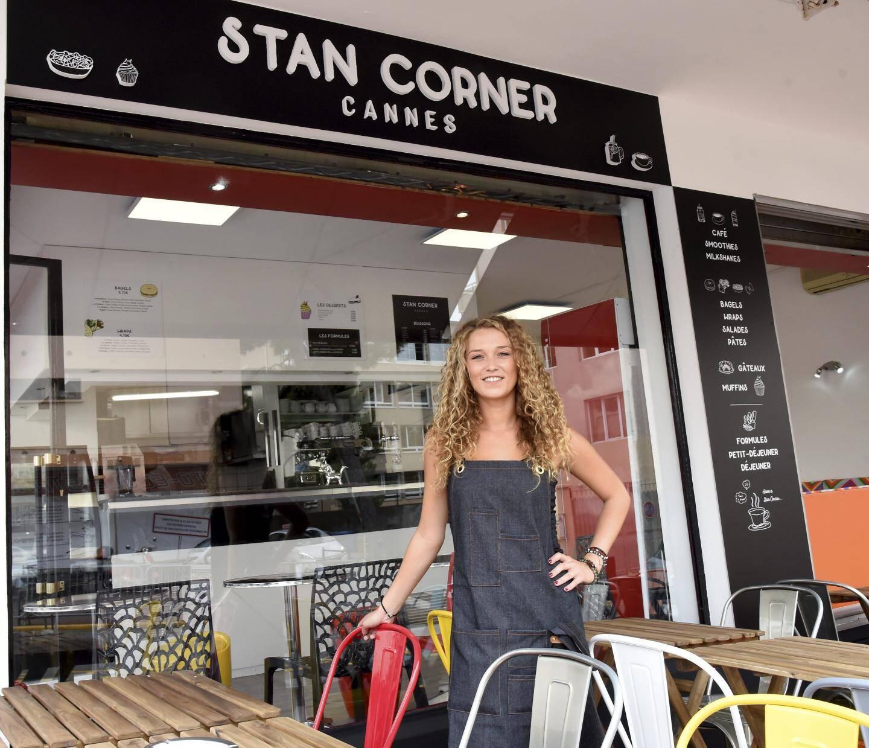 C'est Marine, employée, qui tient le Stan Corner.