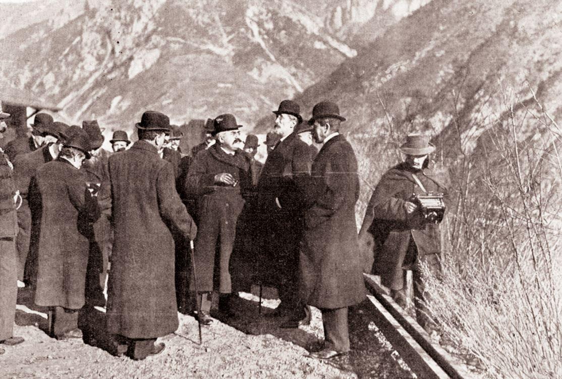 Le 3 janvier 1910, les ministres des travaux publics des deux États évoquent les travaux à Vievola