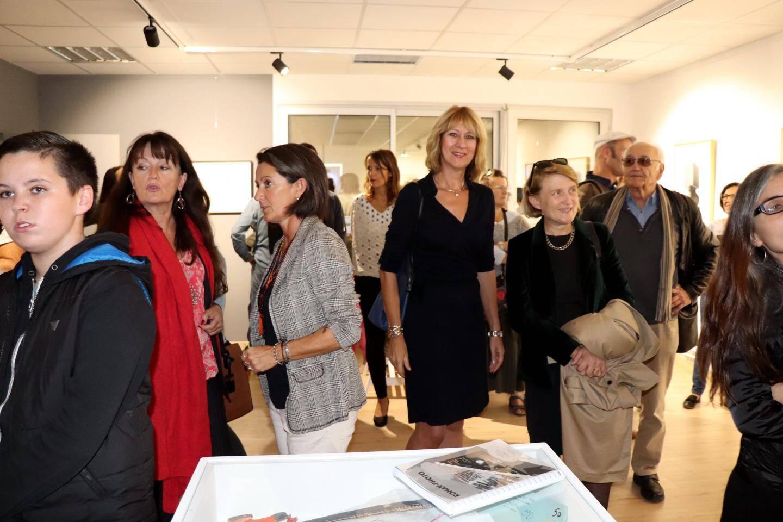 Autour de la principale, Isabelle Mayen-Carré, lors de l'inauguration, jeudi, de l'espace d'art du collège.