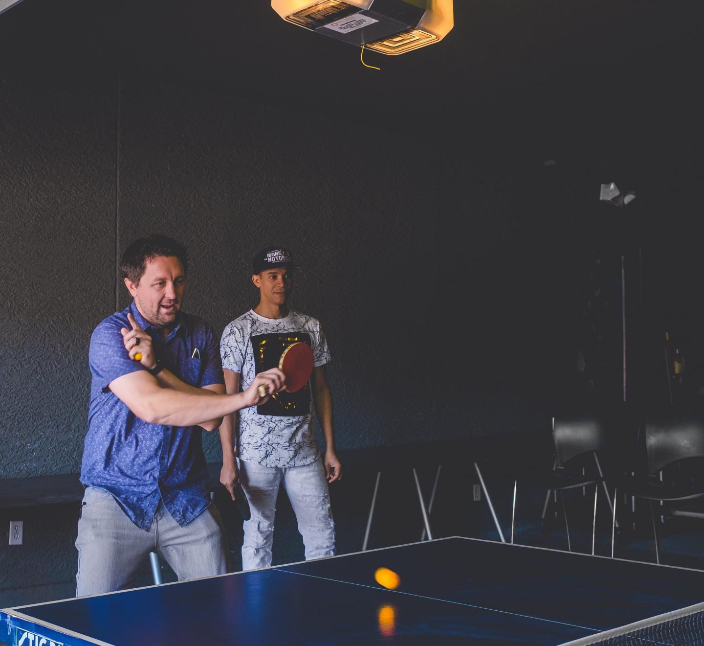 Natation, marche, tennis de table… de nombreuses activités peuvent  être pratiquées par les patients en ALD à condition d'être encadrées.