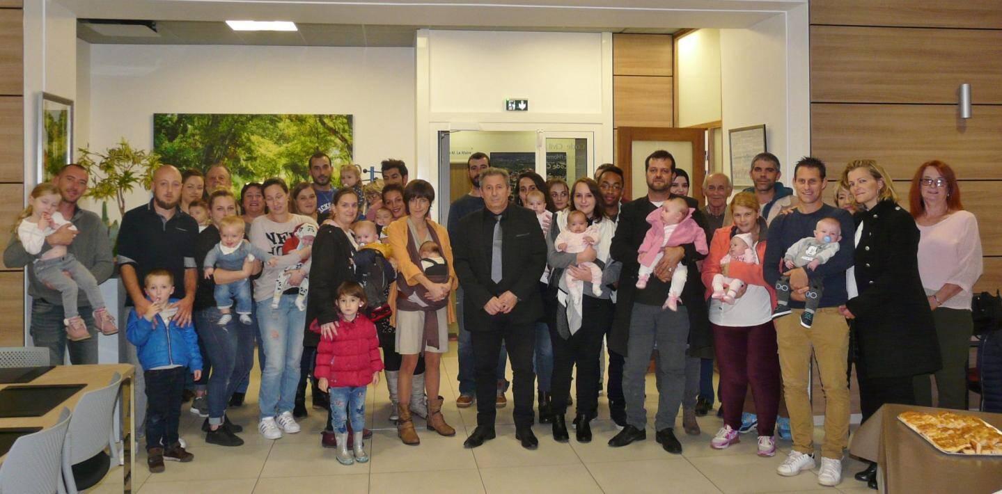 Les parents ont été accueillis en mairie et félicités par le maire Patrick Martinelli et ses adjoints.