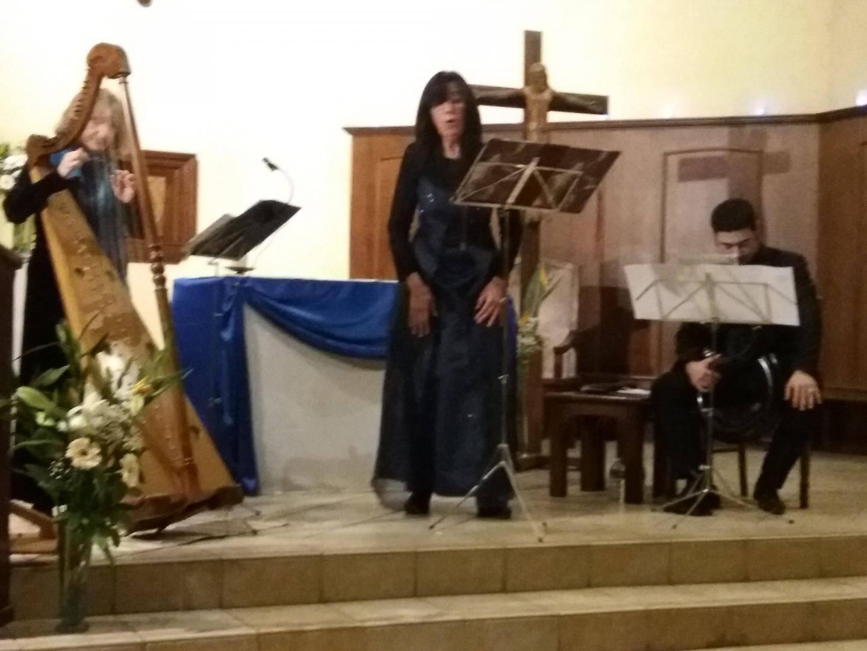 Françoise Johannel (harpe), Guillemette Laurens (chant) et David Partouche (serpent) ont donné d'ouverture.