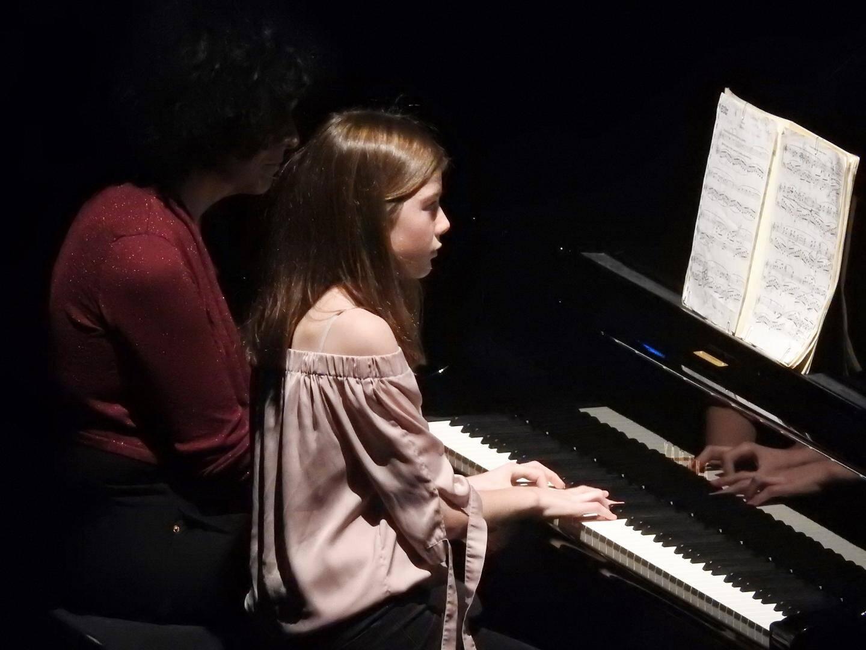 Tout comme Angèle Nesliat, de nombreux élèves ont joué des partitions à quatre mains.