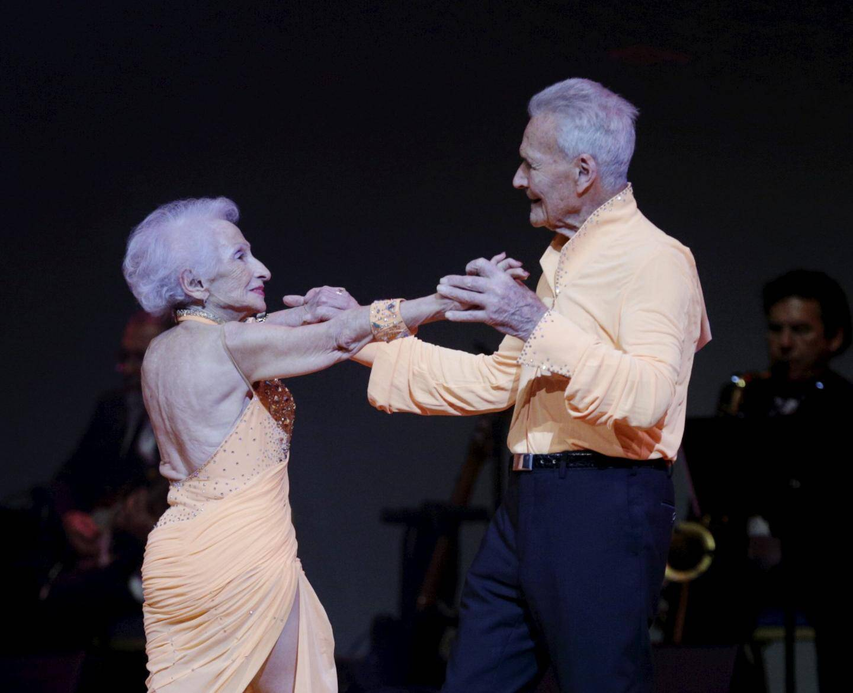 Marie-Judit 87 printemps et Guy, 90 ans, un couple extraordinaire sacré représentant officiel de «danse avec les seniors».
