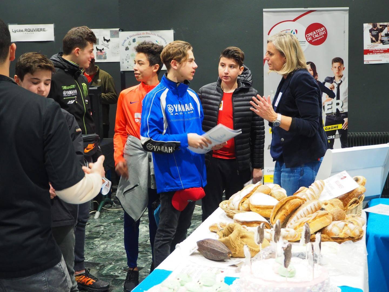 Les stands sur le thème de l'alimentation présentaient des pâtisseries et divers pains.