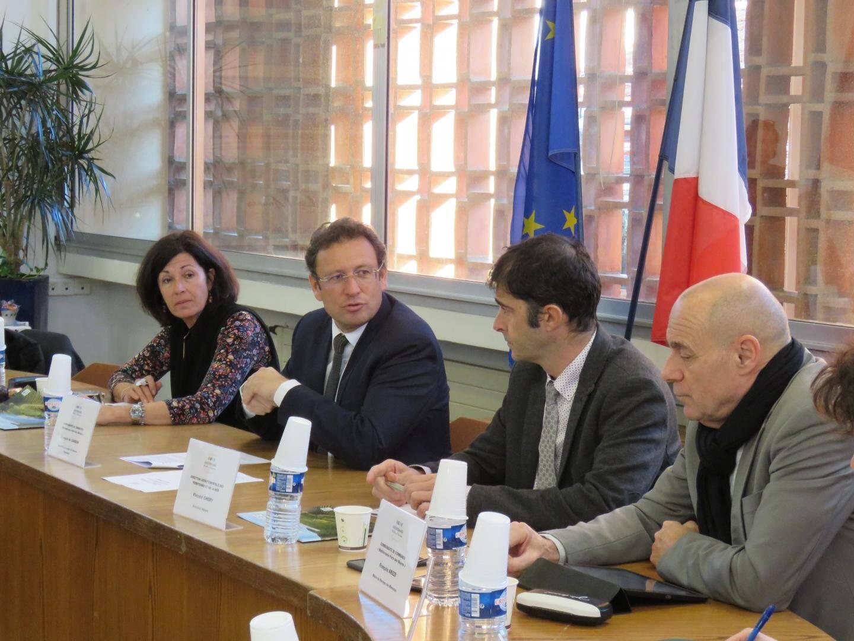 F. De Canson entouré de Marie Rucinski-Becker, de Vincent Chery et du maire de Bormes François Arizzi réunis hier à l'occasion du premier comité de pilotage du projet PAPI côtier des Maures.