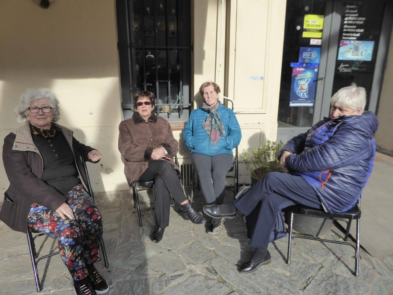 Osant affronter la froidure, malgré quelques rayons de soleil, Christiane, Anne-Marie, Josette, Aline, Geneviève et Françoise se sont relayées toute au long de la journée pour accueillir les donneurs.