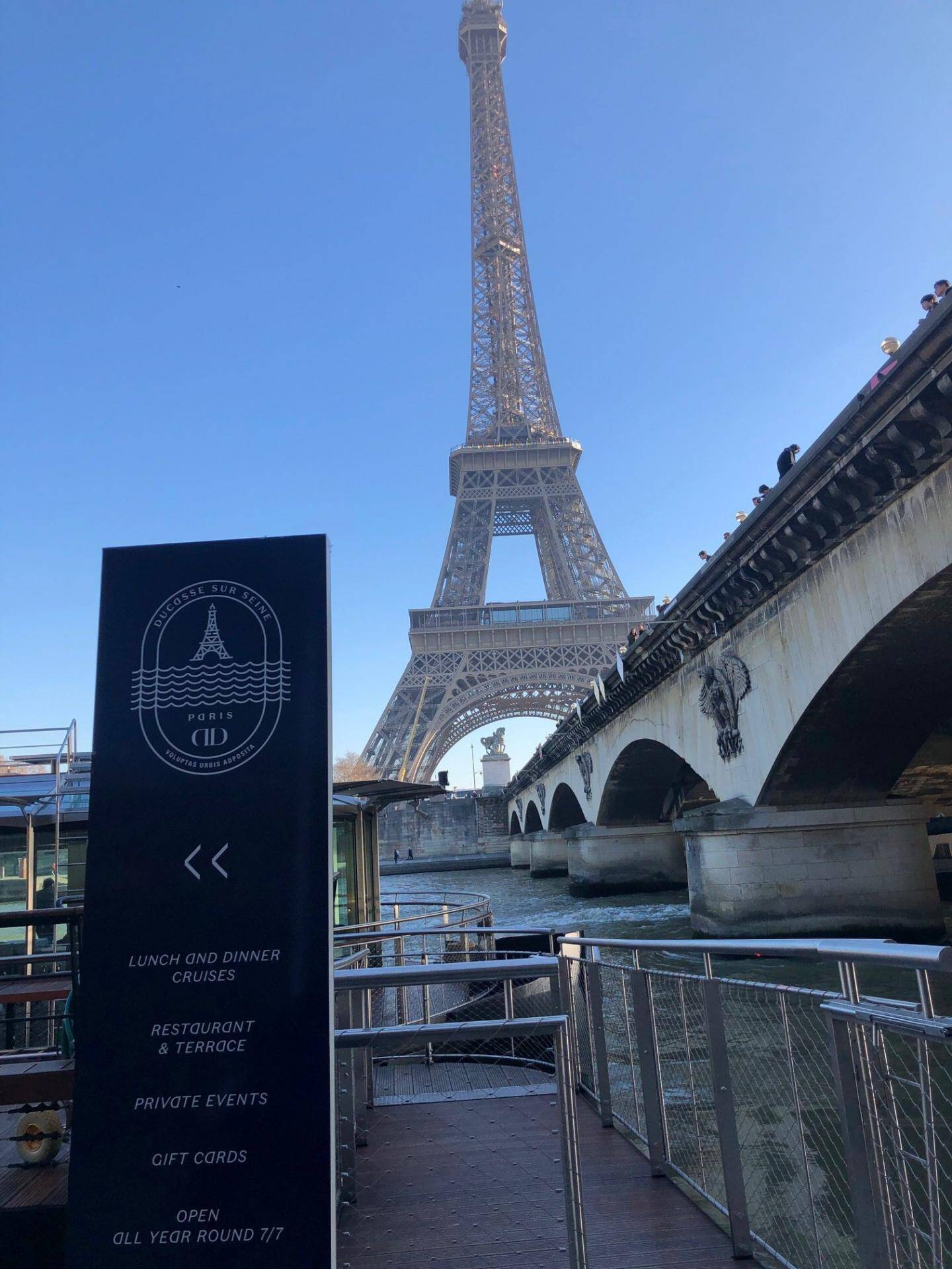 L'identité visuelle de «Ducasse sur Seine» est signée Pierre Tachon, directeur artistique de Ducasse Paris. Le logo est construit comme un blason. Sa forme oblongue, inspirée des courbes du navire, contient en son cœur une Tour Eiffel et des flots très stylisés qui évoquent les ondulations de la Seine.