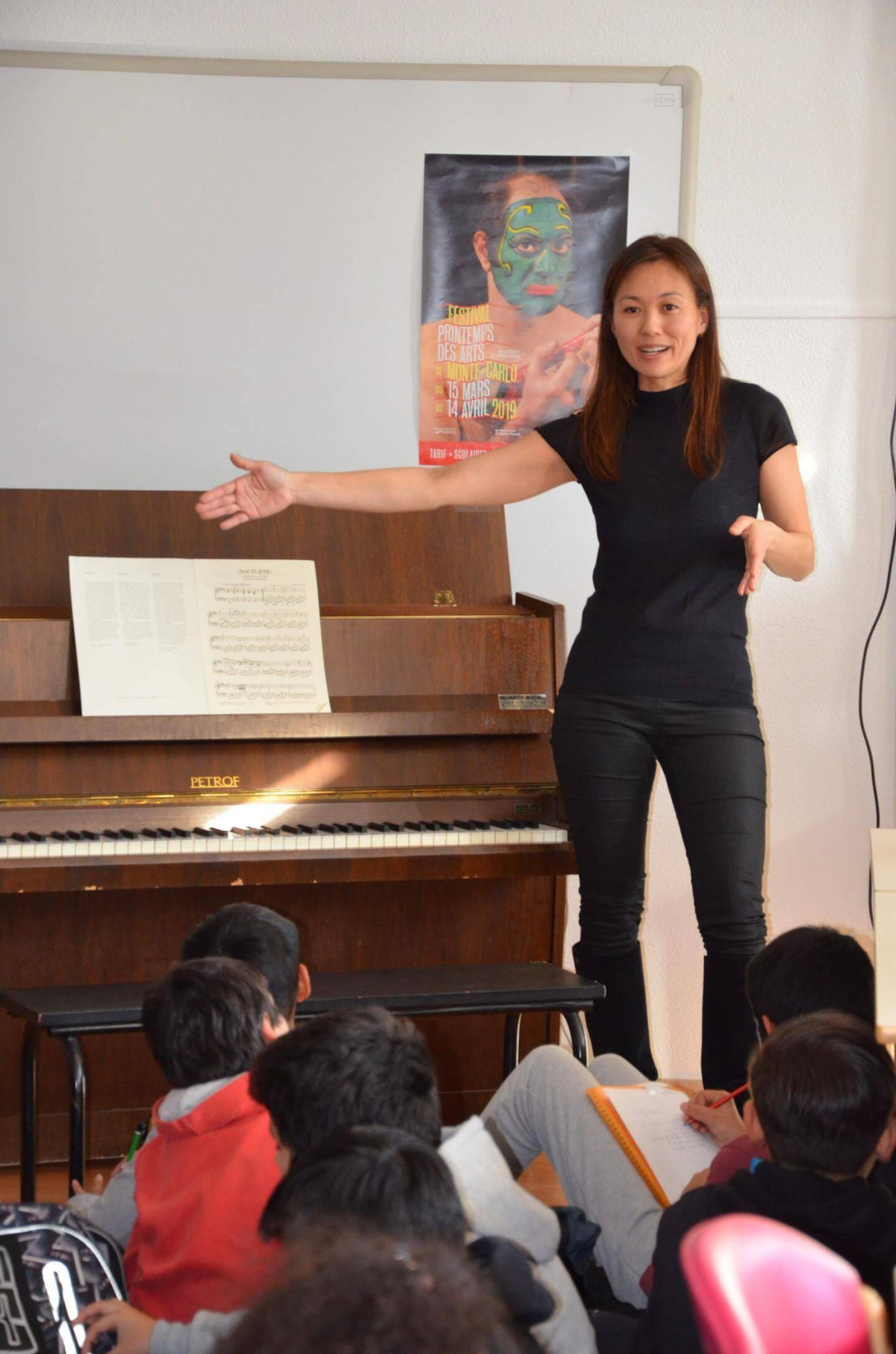 Maki Belkin a présenté aux élèves son parcours, avec des anecdotes sur son enfance.