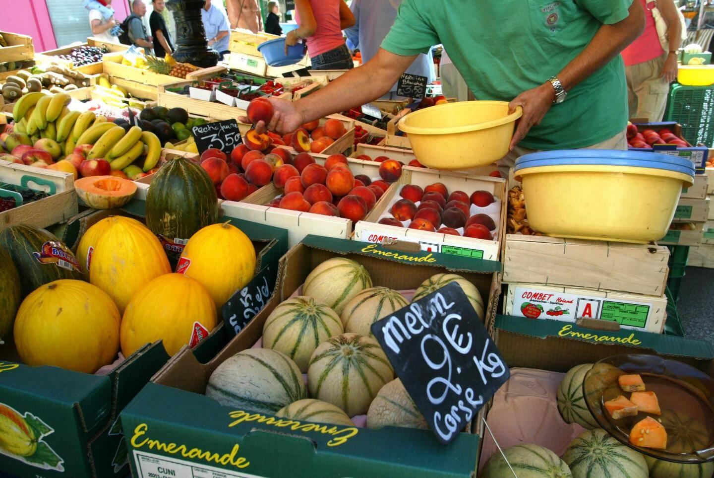 Le marchéde Lorgues accueille plusieurs centaines d'exposants.