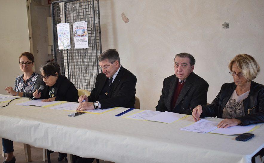 Marie-Helène Hemon, secrEtaire, Marie-Lou Cioni, présidente, Robert Bénéventi, maire, Albert Cioni, administrateur du centre alimentaire, Nicole Bernardini 1re adjointe.