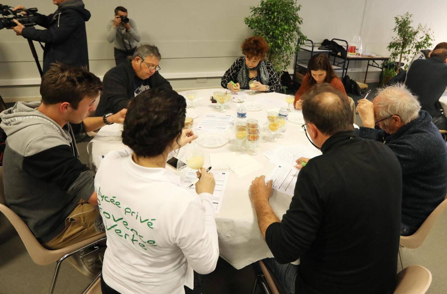 Après une année d'absence, 60 miels étaient en compétition pour le concours de la Foire organisé par le syndicat des miels de Provence et des Alpes du sud.