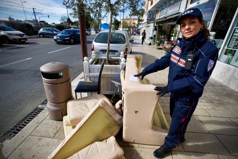 En prenant rendez-vous sur le site de la Ville, les dépôts sont ramassés par le service des encombrants.