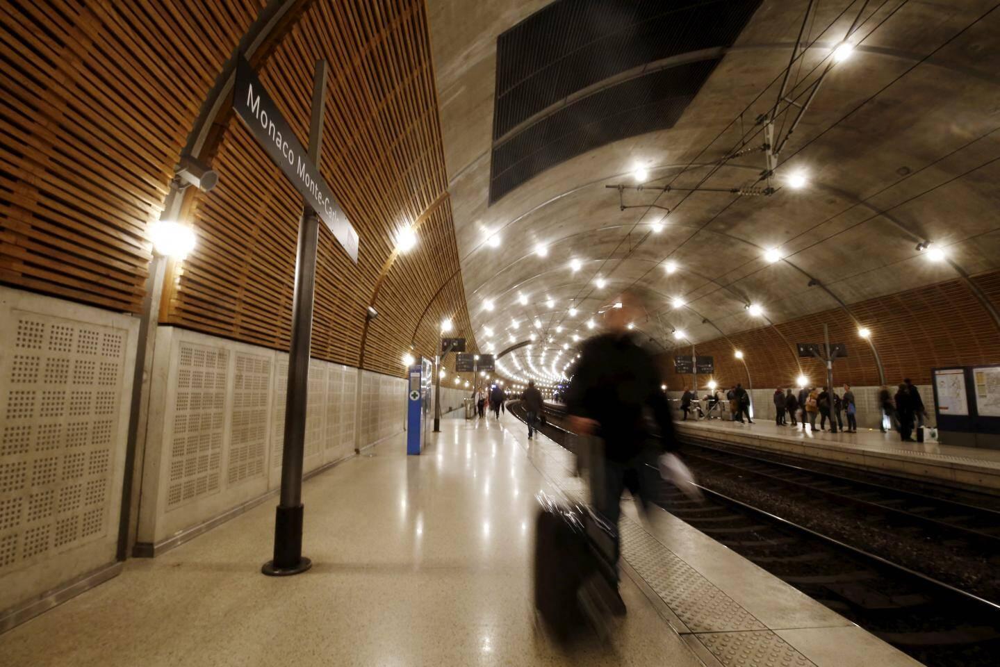 Seuls deux trains ont reçu l'autorisation de faire une courte halte en gare de Monaco ce dimanche.