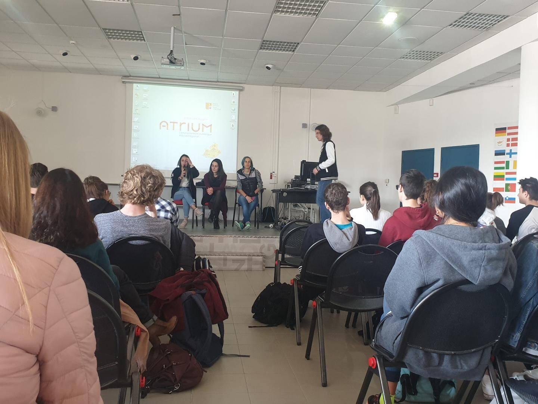 Louna Garnett, Florian Dumont et Amandine Capone (de gauche à droite), élèves à Tocqueville et organisateurs.