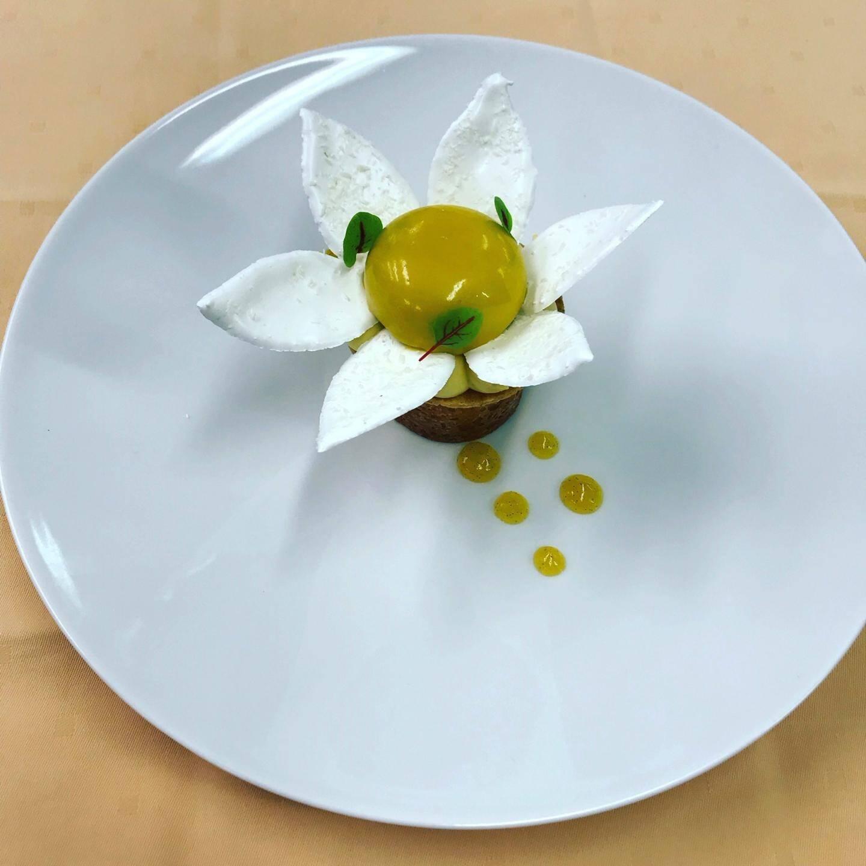 Le dessert primé: « Fleur de pina colada » à base d'ananas, de lait de coco, de citron vert, de passion, de gingembre, de coriandre.