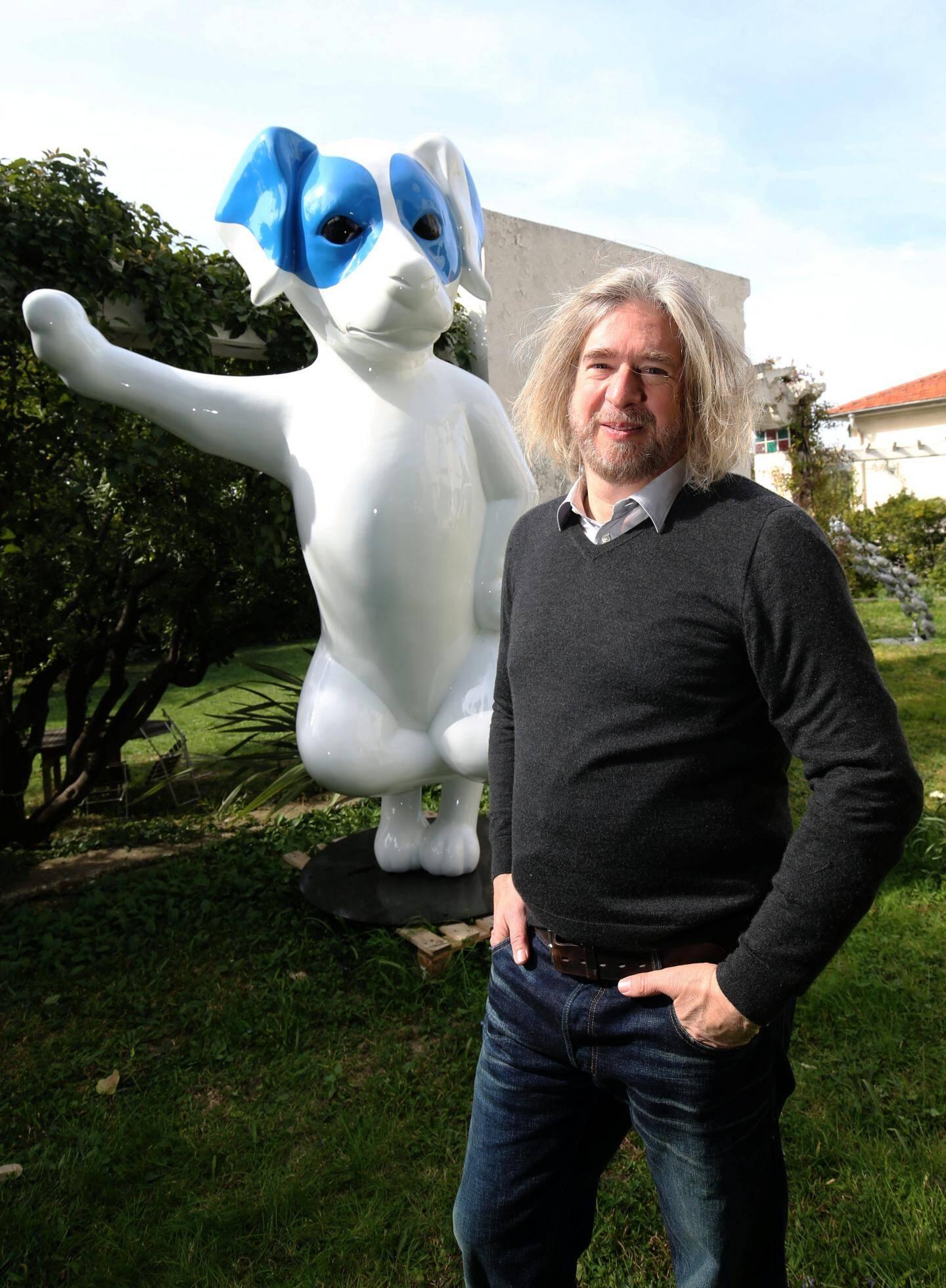 Stéphane BOLONGARO, sculpteur de Totor, dont la pose sur un rond point fait polémique.