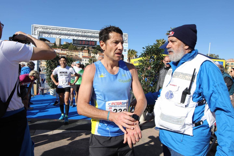David Lisnard, maire de Cannes, a couru le semi en 1h31.