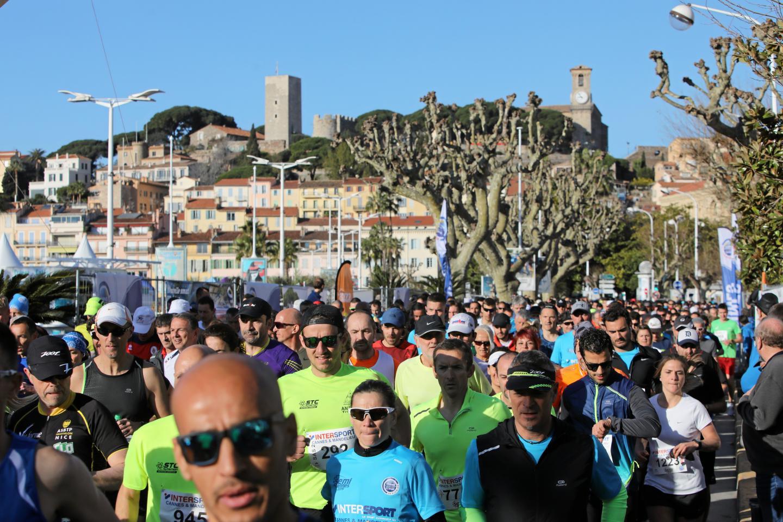 Départ du semi marathon de Cannes.