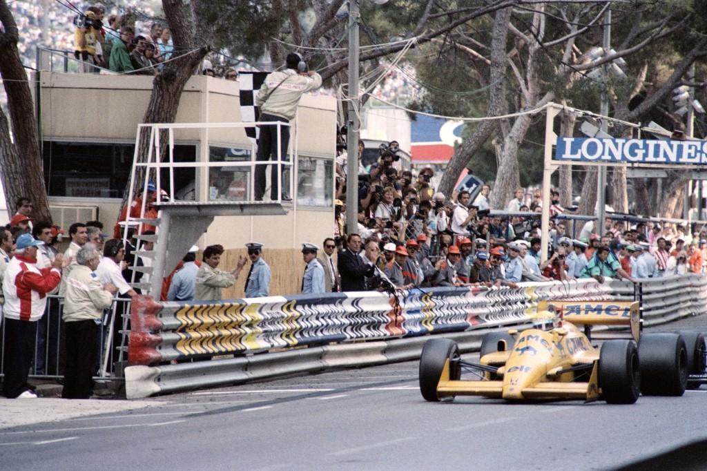 Le 31 mai 1987, Senna remporte son premier GP de Monaco avec Lotus-Honda