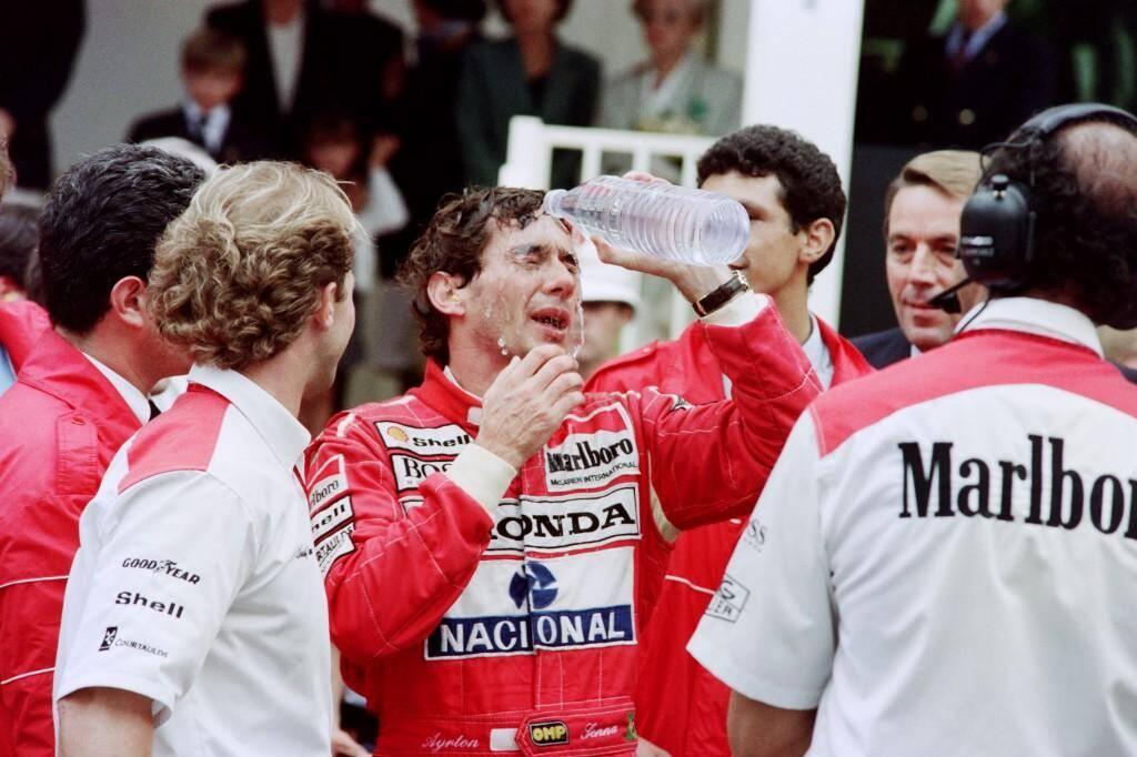 Senna se rafraîchit avant la course en 1992.