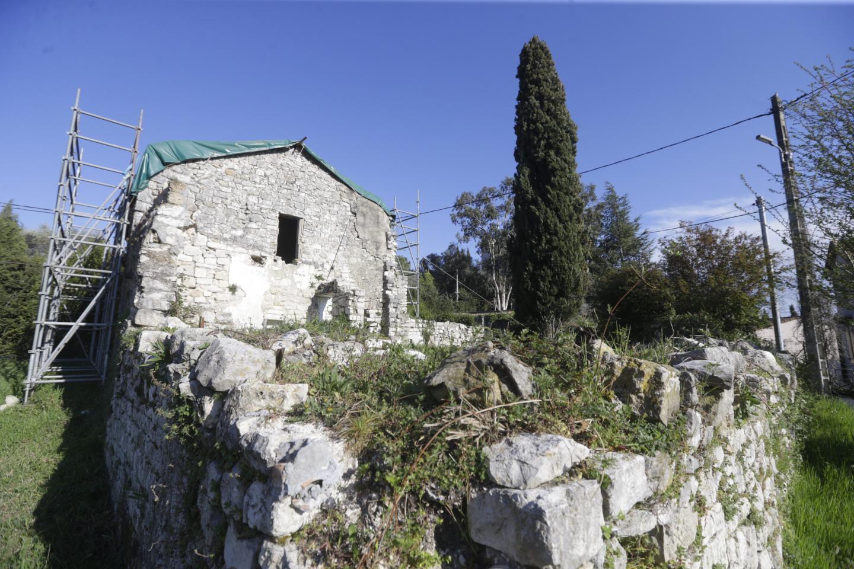 Les ruines actuelles de la chapelle San Peïre.