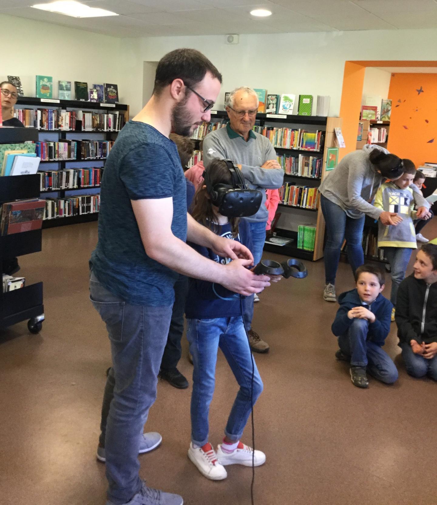 Les enfants ont pu tester la réalité virtuelle grâce au réseau Médiatem.