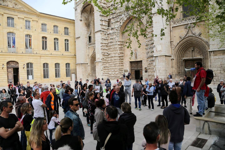 Les manifestants s'étaient donné rendez-vous sur le parvis de la basilique, d'où ils sont partis à 15 heures.
