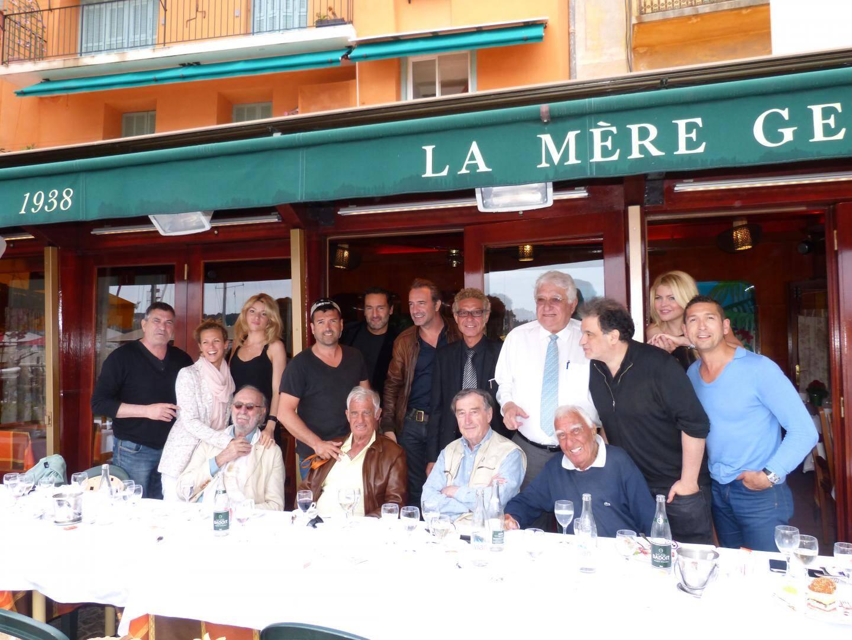 En juin 2014, ribambelle de stars autour de Bebel: Jean-Marie Bigard, Lorie, Gilles Lellouche, Jean Dujardin, Raphaël Mezrahi Jean-Pierre Marielle, Pierre Vernier chez la mère Germaine.