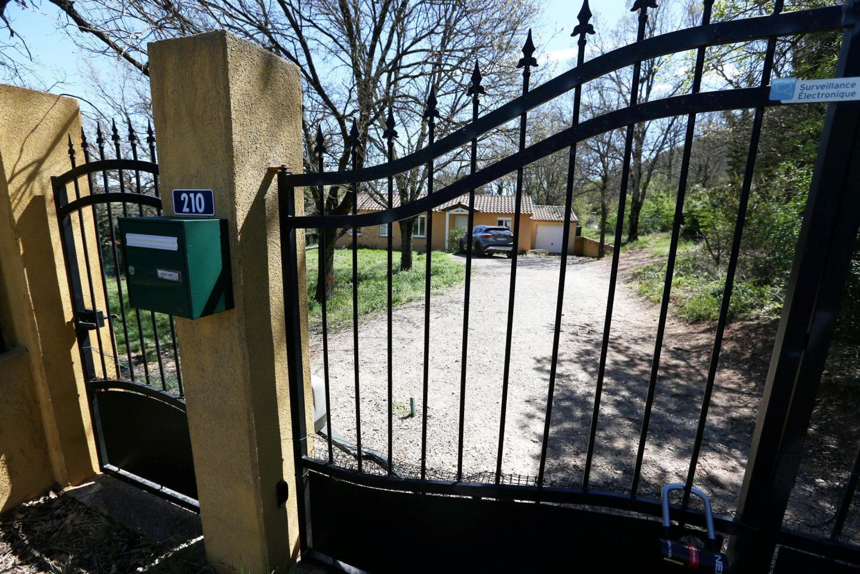 Le drame conjugal s'est déroulé devant le portail.
