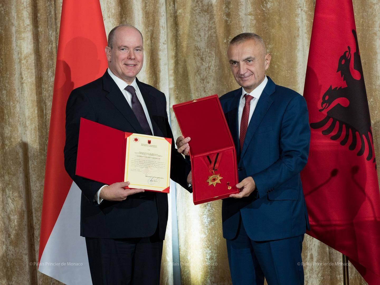 En octobre dernier, le prince a été décoré par le président Meta de la médaille du « Drapeau national albanais », LA plus haute distinction du pays.