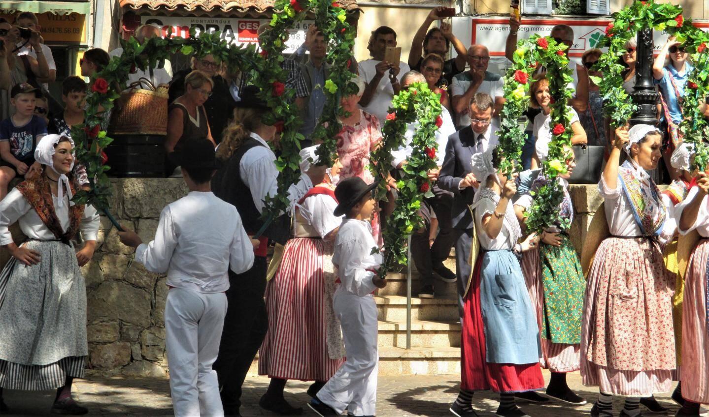 Les villageois fêtent leurs Saintes-Patronnes, dimanche.