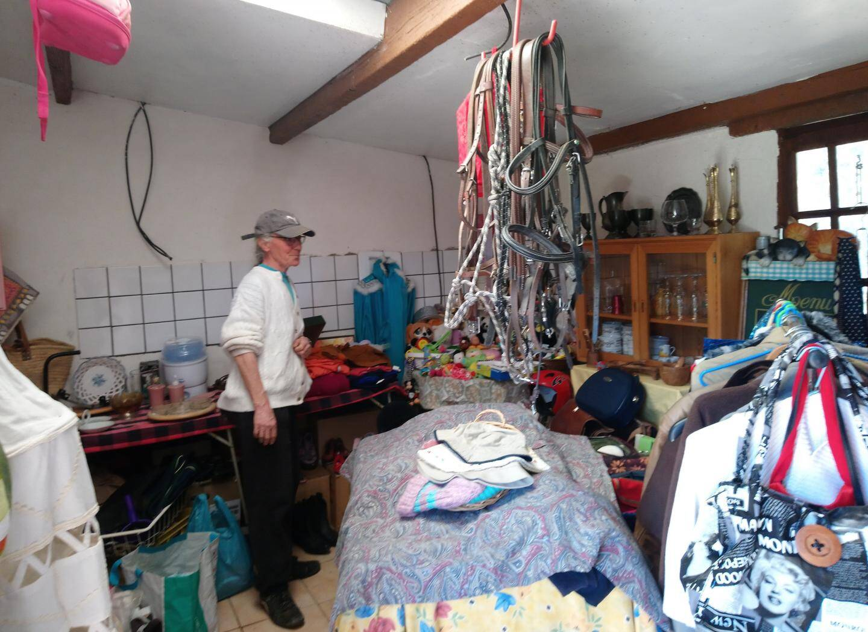 Sabine, dans sa petite boutique, on y trouve de tout et on y donne ce que l'on veut.