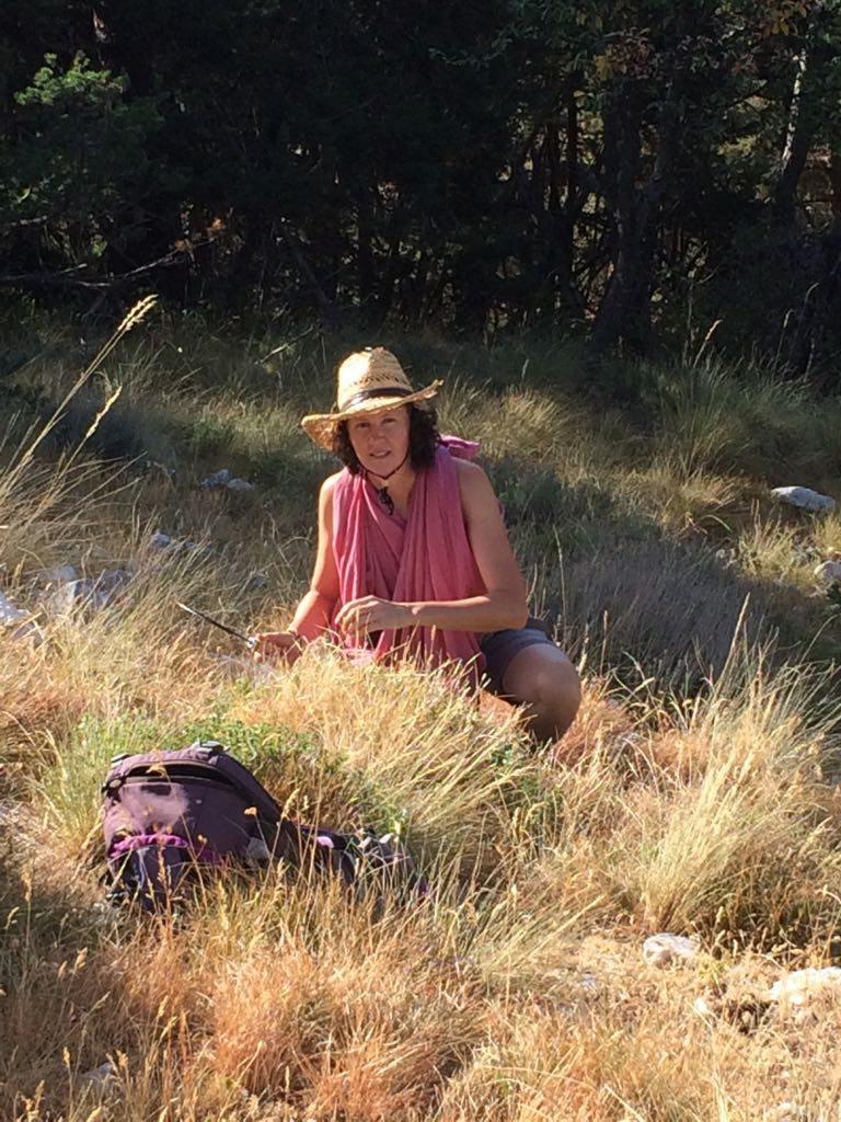 Muriel Iris en cueillette de lavande.  (DR)