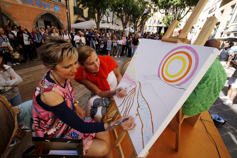 Marianne Venderbosch est venue d'Hollande pour peindre « Sunrise » avec Martine Micallef hier toute la journée….