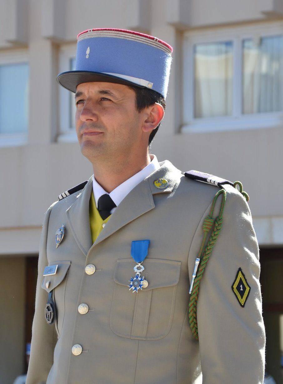 Les nouveaux engagés ont été présentés à leur chef de corps avant de se voir remettre la fourragère du régiment.
