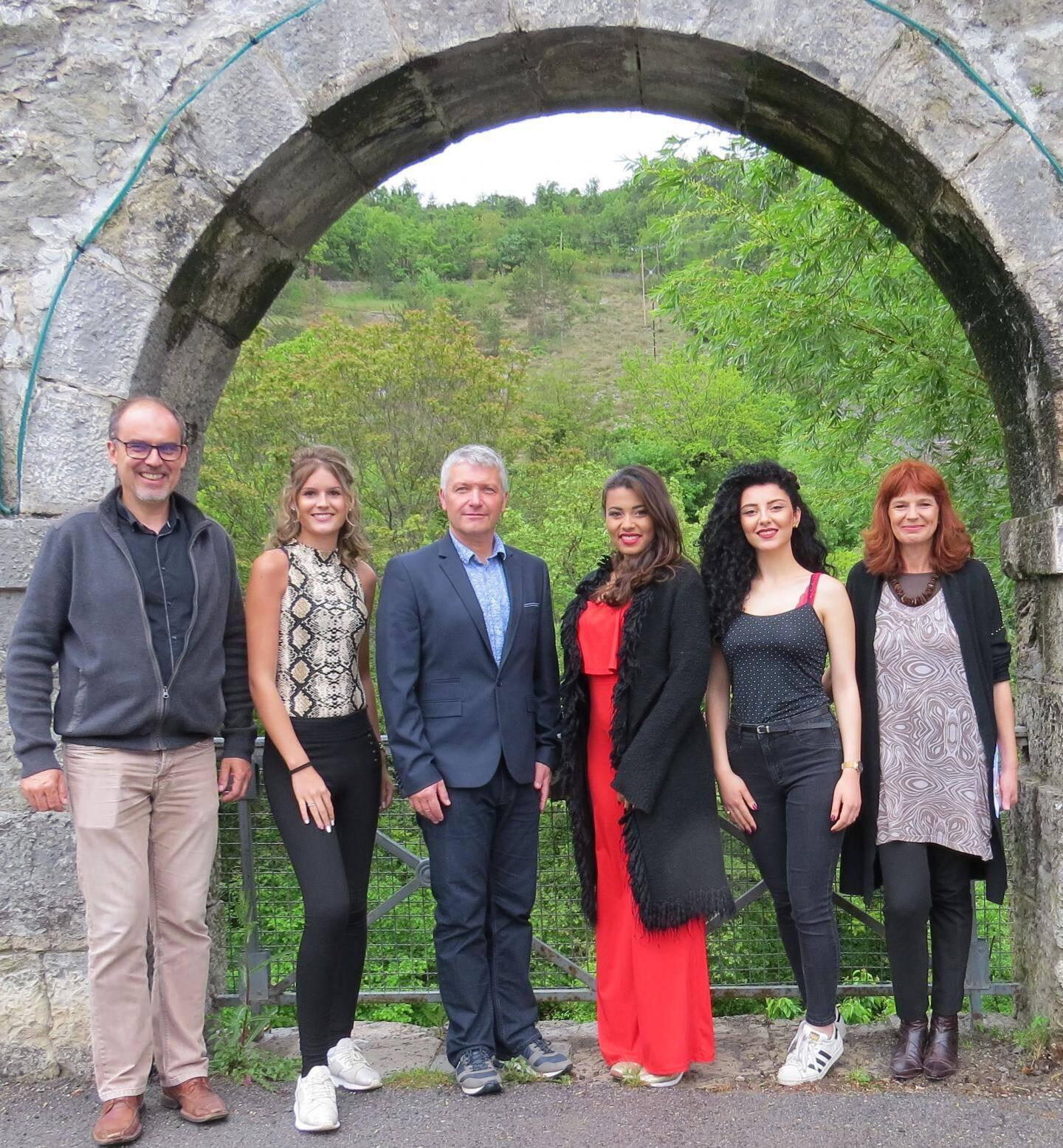 Organisateurs et organisatrices du casting « Miss Excellence Provence  » à Entrevaux.