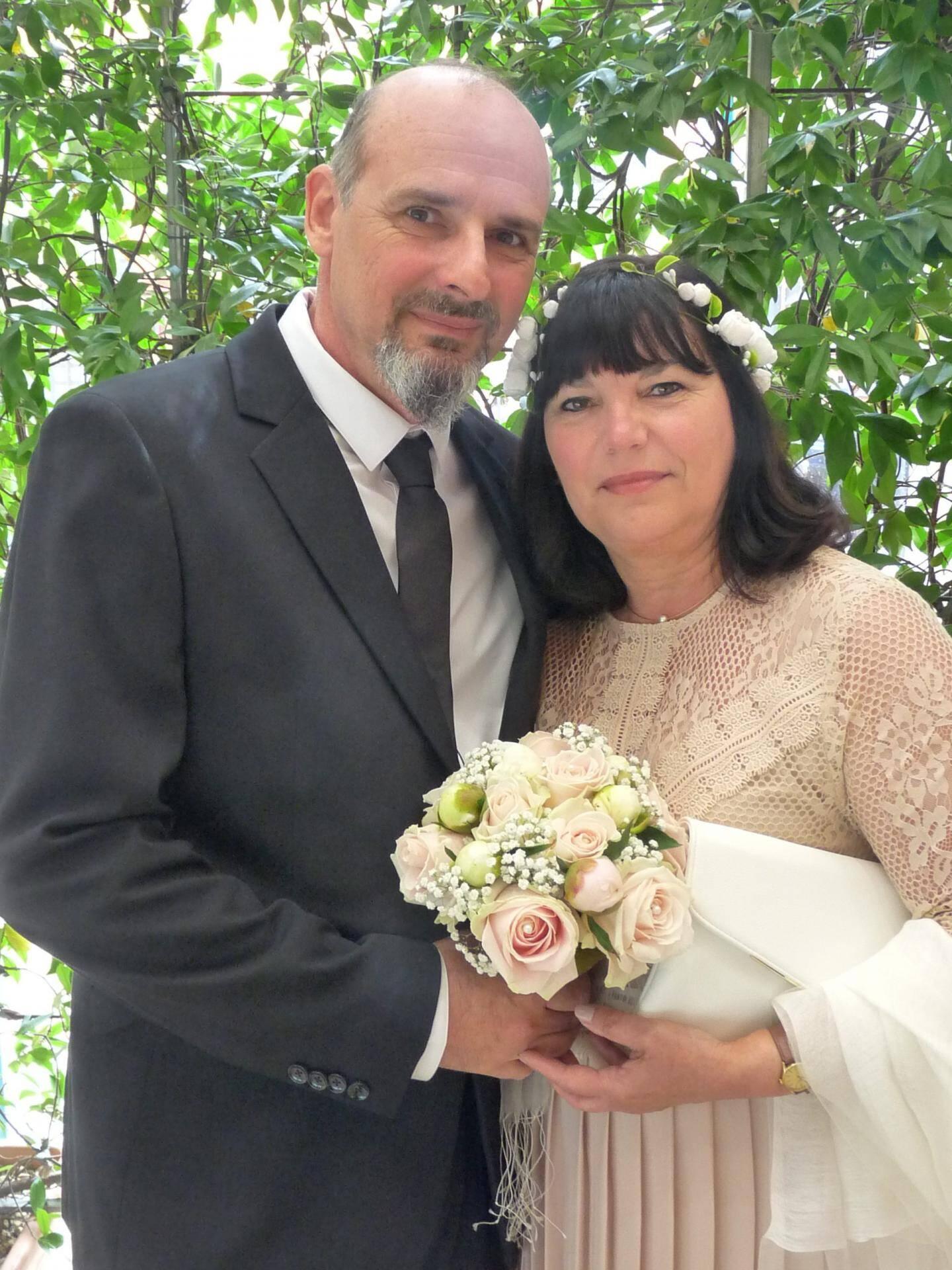 Franck Laurenti, outilleur, et Roseline Deleuse, opératrice.