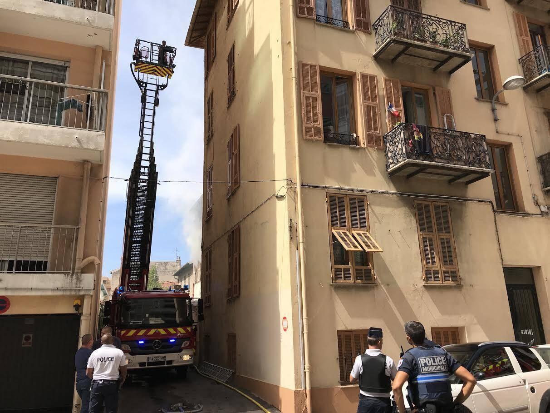 Le feu s'est déclaré avenue de Carras, dans un immeuble de plusieurs étages.