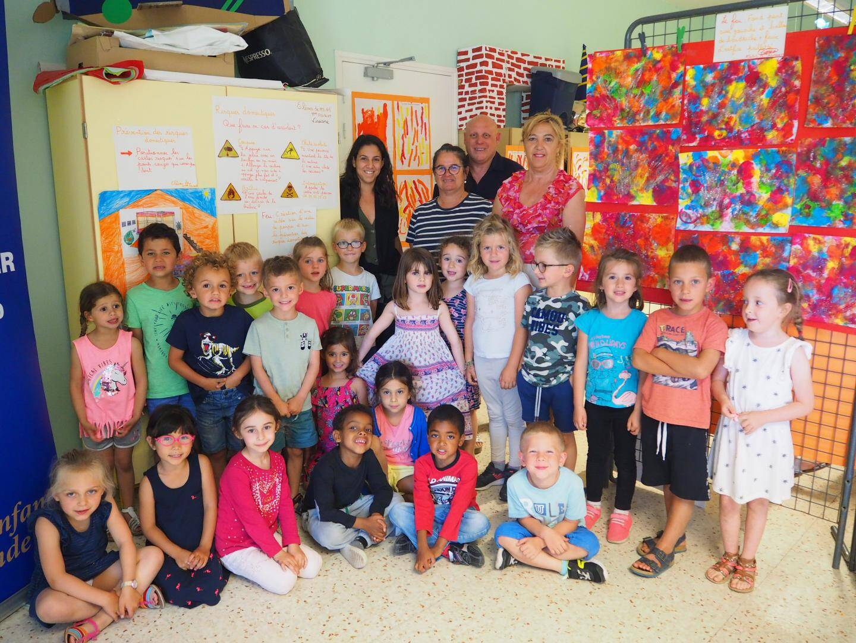 Les enfants, seulement âgés de 4 à 6 ans, ont été très assidus et impliqués dans cet apprentissage.