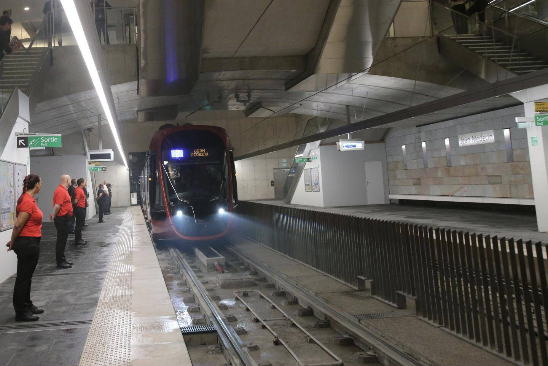 Le tram dans la station Jean-Médecin.