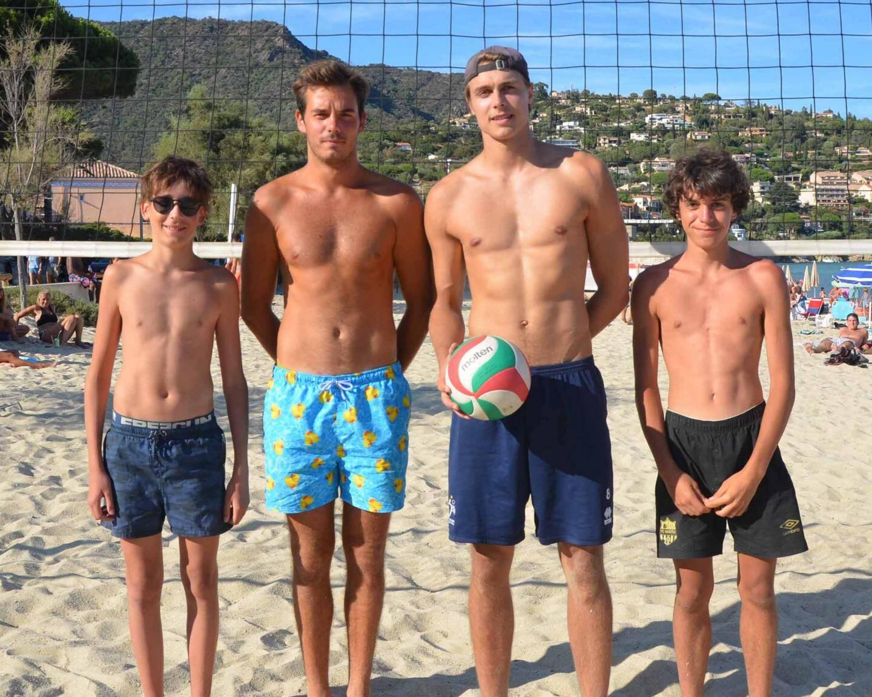 Quatre champions nationaux dont l'international Maxime Capet (au centre, avec le ballon).