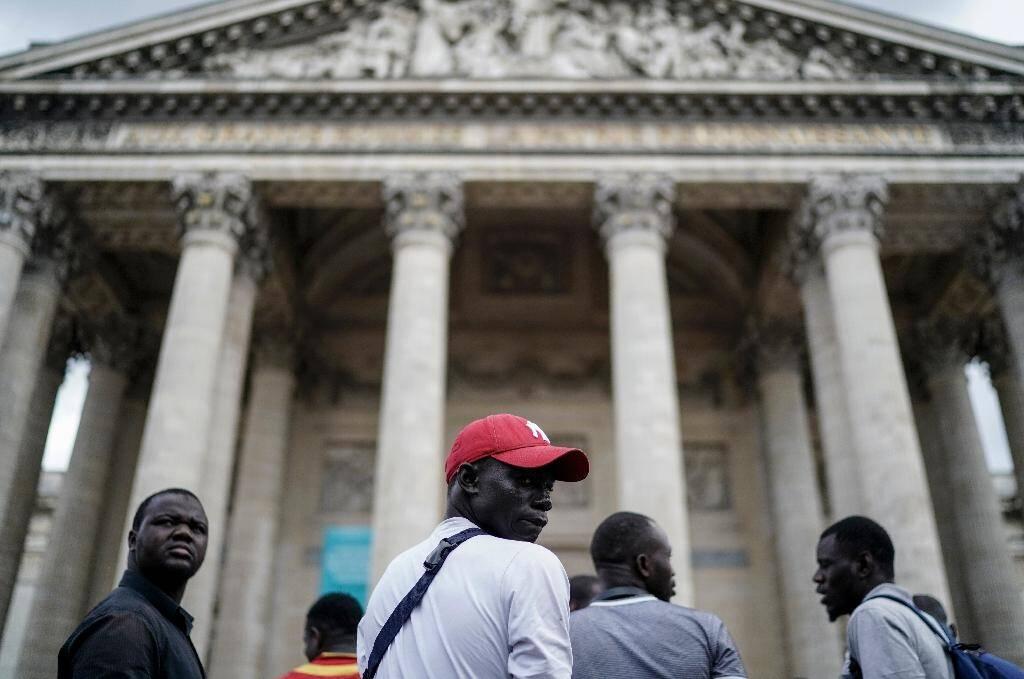 Des sans-papiers manifestent devant le Panthéon le 12 juillet 2019 à Paris