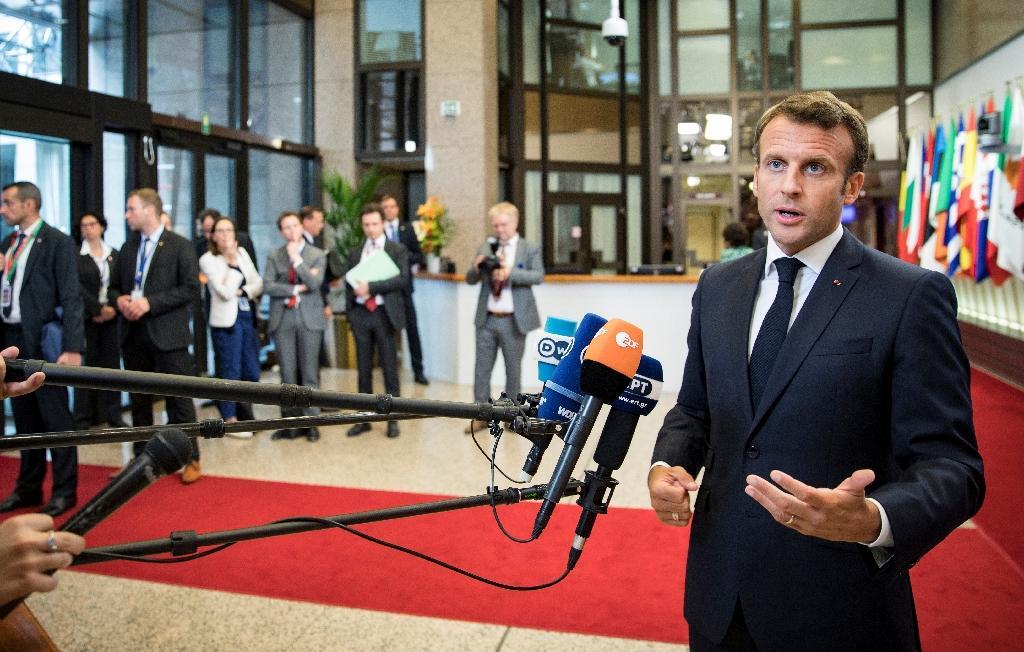 Le président français Emmanuel Macron fait une déclaration à la presse à l'issue d'un sommet européen, le 1er juilllet 2019 à Bruxelles