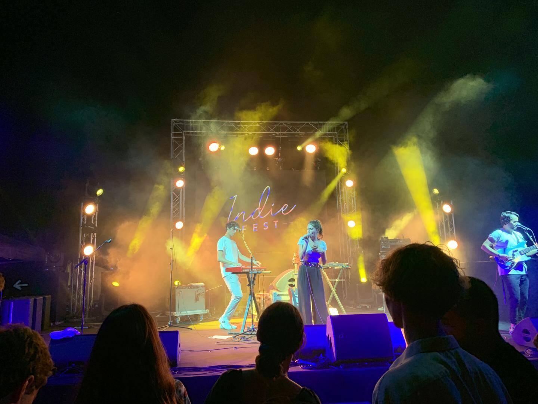 Kazy Lambist et les douces notes de « Love Song » ont séduit la citadelle.