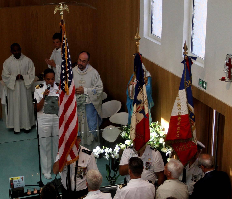 Lors de la messe solennelle américano-française.
