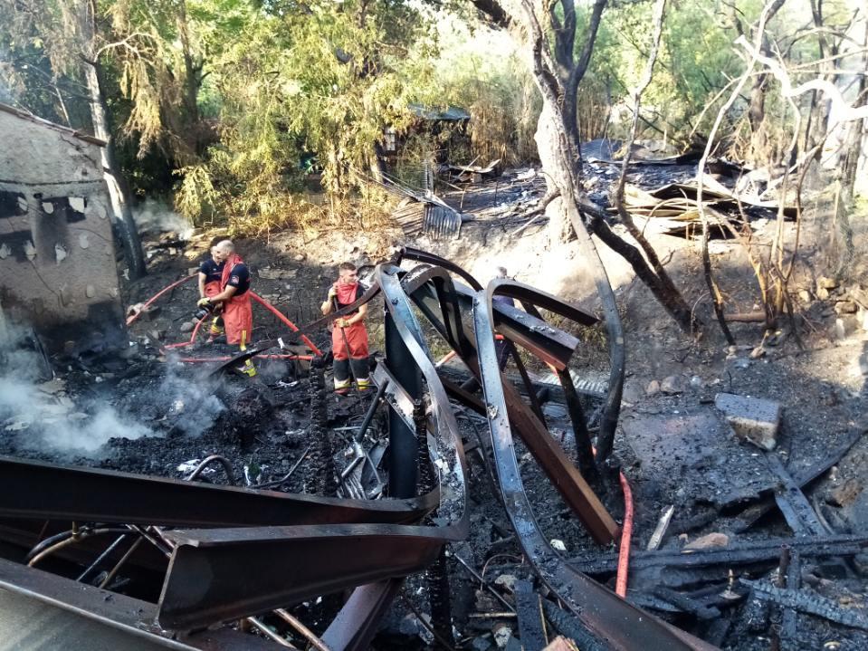 Les pompiers n'ont rien pu faire pour empêcher la destruction totale de la maison.(Photo D. R.