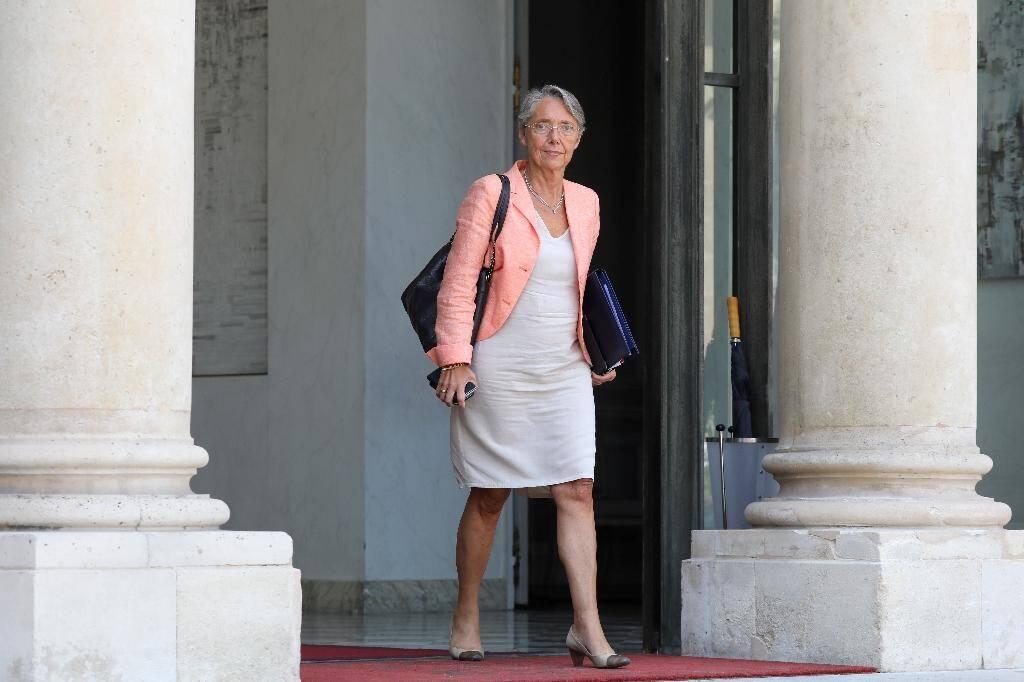 La ministre française de la Transition écologique Elisabeth Borne quitte le Conseil des ministres, le 24 juillet 2019 à Paris