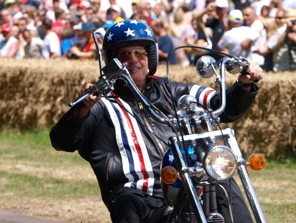 """En juillet 2009 à l'occasion du festival automobile de Goodwood, en Angleterre, Peter Fonda était arrivé juché sur une réplique de la moto qu'il enfourchait quarante ans plus tôt dans """"Easy Rider"""""""
