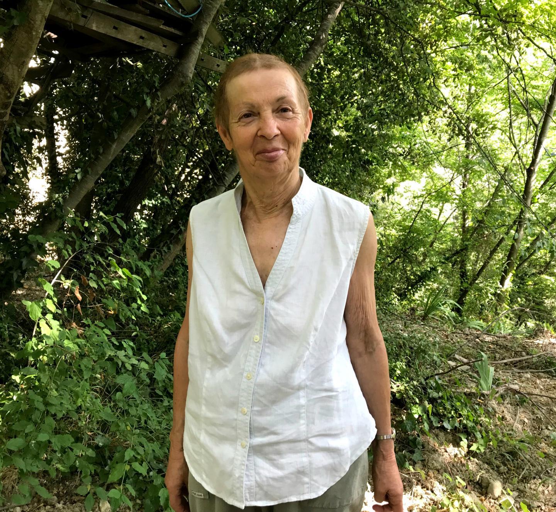 """Lyliane, 74 ans: """"je pourrai aller chercher les enfants des parents qui travaillent à l'école, m'occuper de la bibliothèque qu'on aménagera, mais aussi des plantations."""""""